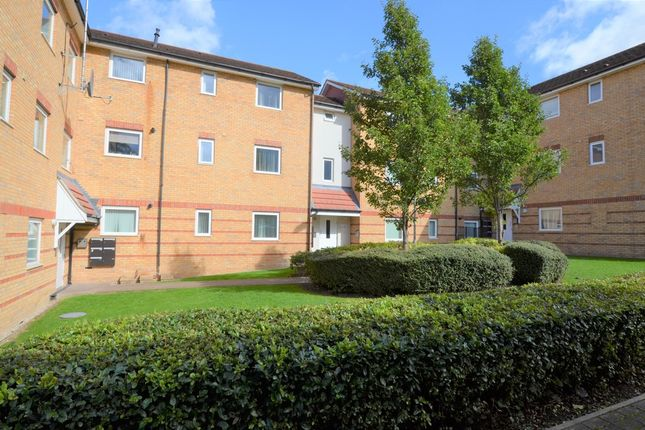 Thumbnail Flat for sale in Commonside Road, Harlow