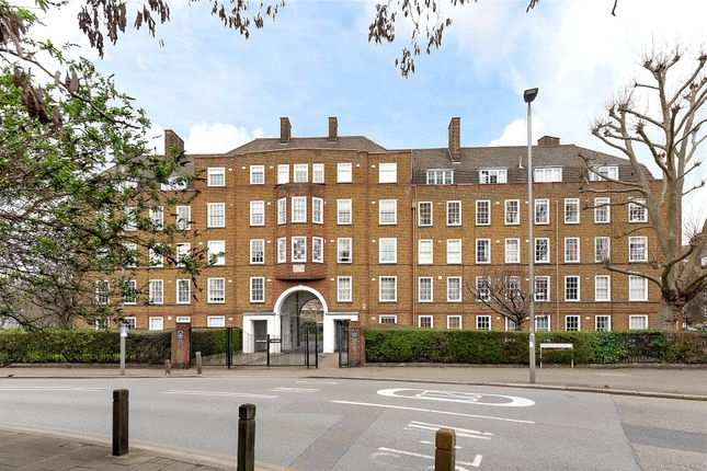 Thumbnail Flat for sale in Archer House, Vicarage Crescent, London