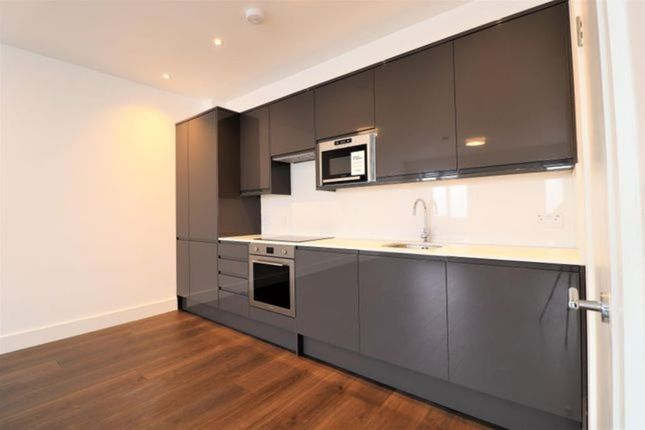 Thumbnail Flat to rent in Marlowes, Hemel Hempstead, Hertfordshire