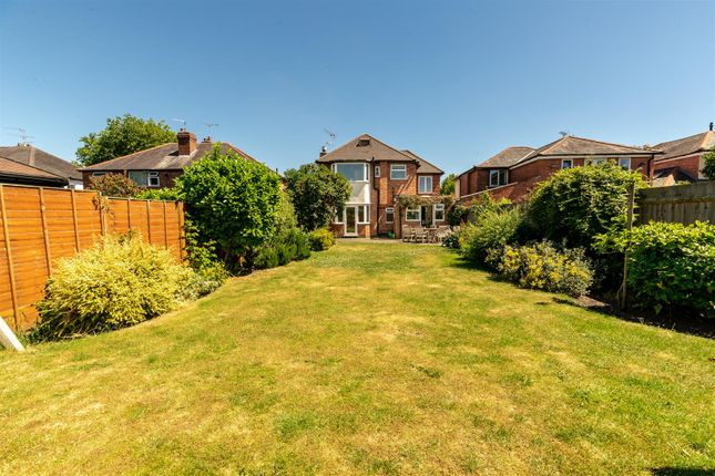 Thumbnail Detached house for sale in Stratford Road, Warwick