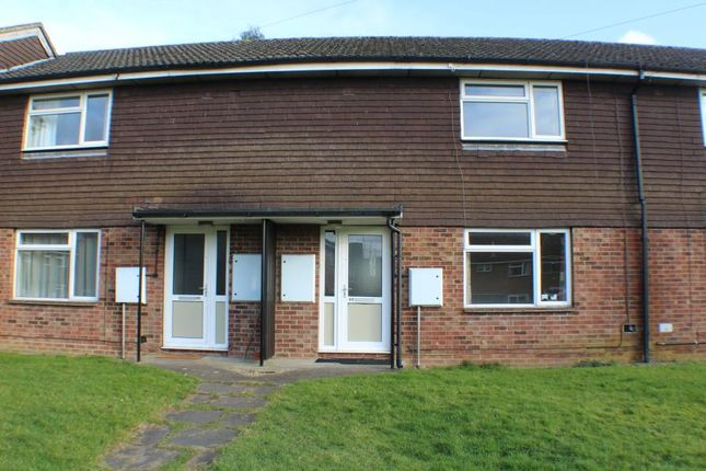 2 bed terraced house to rent in Alma Gardens, Deepcut, Camberley