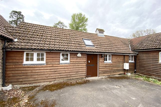 1 bed bungalow to rent in Ironsbottom, Sidlow, Reigate RH2