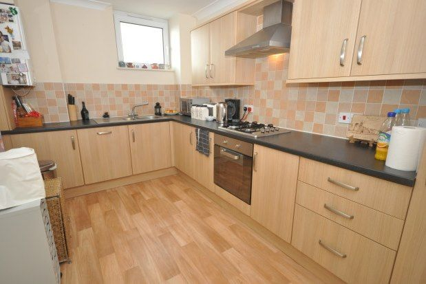 2 bed flat to rent in Crow Lane, Rochester ME1
