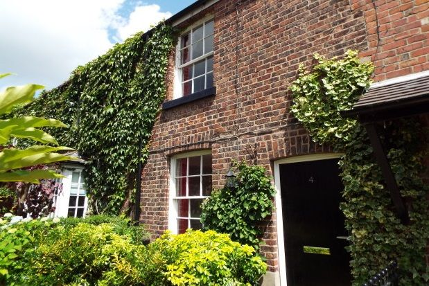 Thumbnail Cottage to rent in Church Walk, Wilmslow