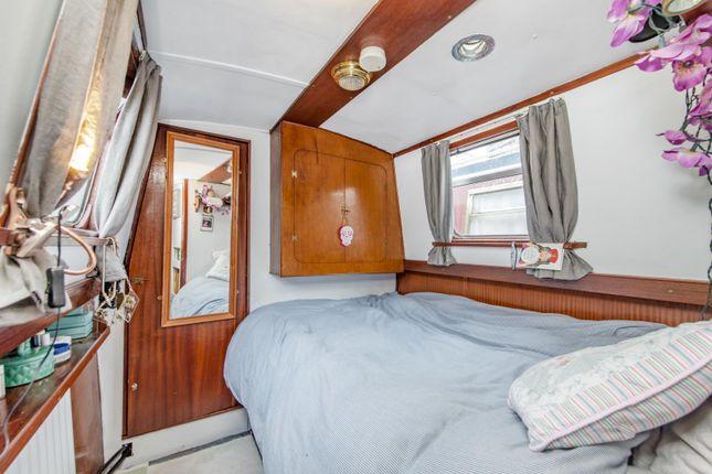Bedroom of Boardwalk Place, London E14