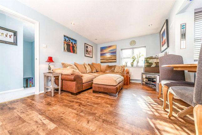 Living Area of Taylor Close, St. Albans, Hertfordshire AL4