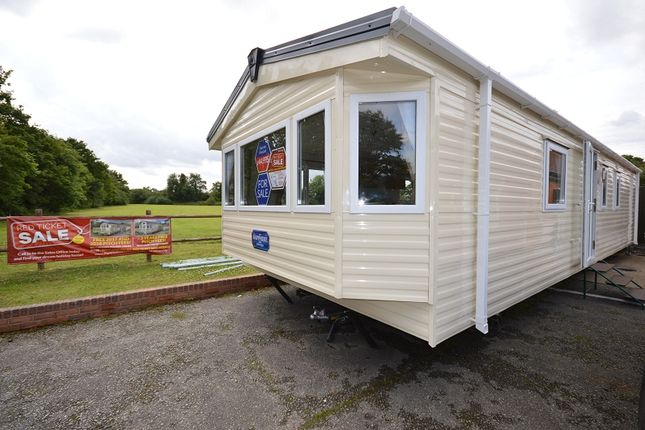 2 bed mobile/park home for sale in Carlton Meres Holiday Park, Carlton, Saxmundham, Suffolk.