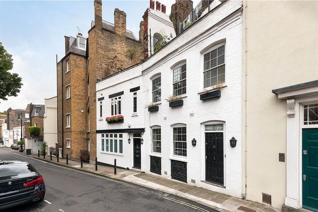 Thumbnail Mews house for sale in Hays Mews, London