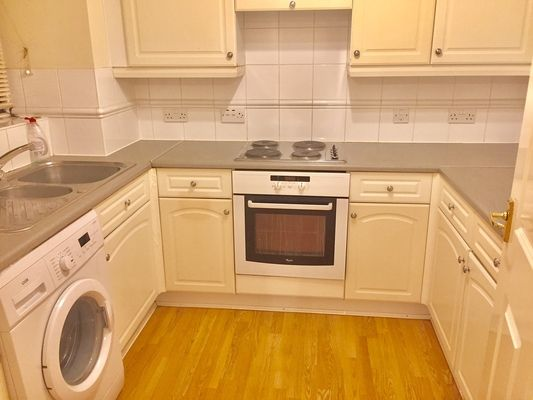 Flat to rent in Pickard Close, London