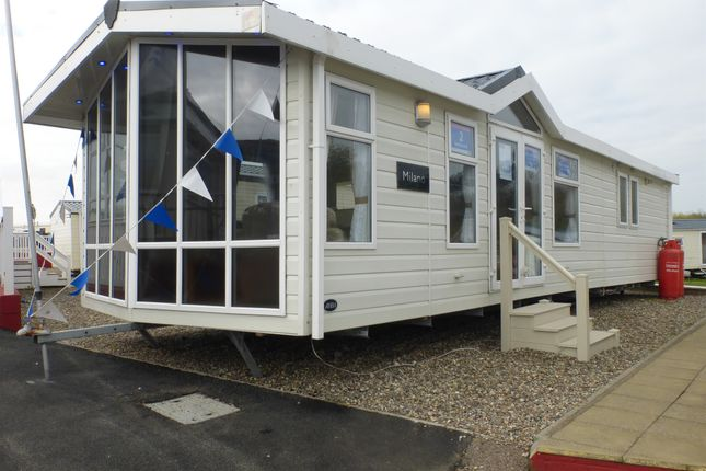 2 bed mobile/park home for sale in Beach Road, Kessingland, Lowestoft