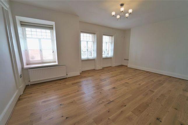 Thumbnail Flat to rent in Chapel Street, London