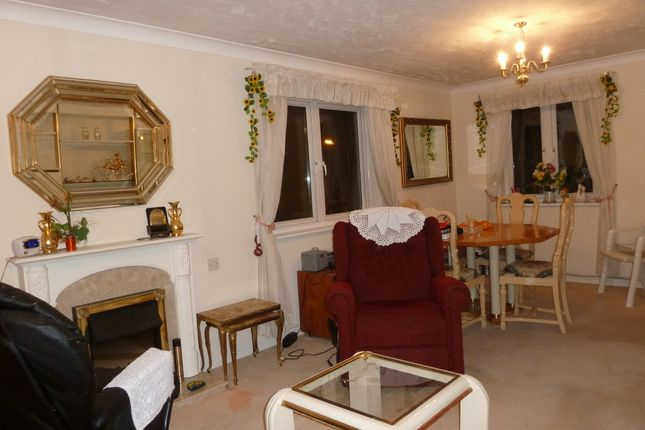 Thumbnail Flat for sale in Morland Road, Ilford