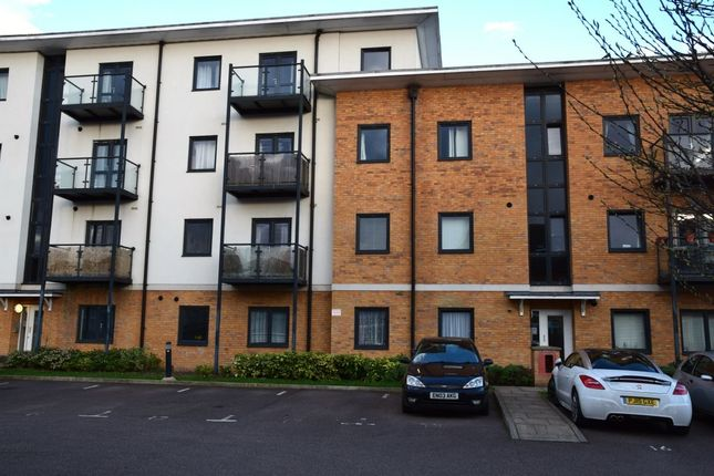 Thumbnail Flat for sale in Woodin Close, Dartford