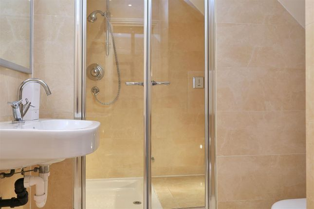 En-Suite Shower / Steam Room