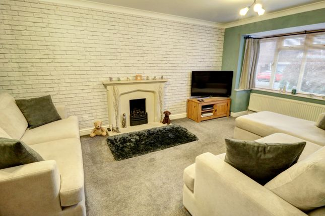 Lounge of Cranesbill Drive, Broomhall, Worcester WR5