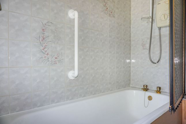 Bathroom of Sparth Road, Manchester M40