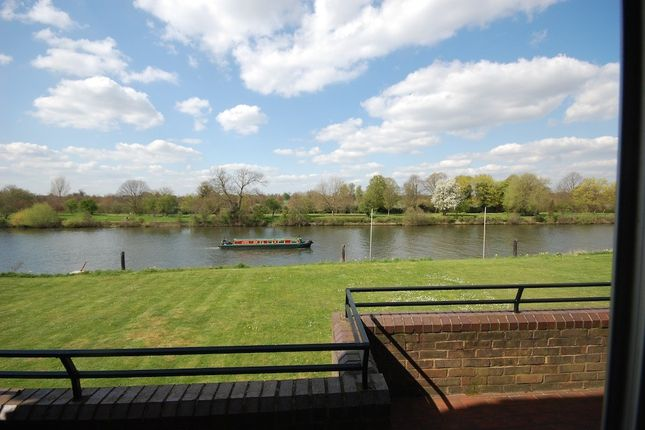 Thumbnail Terraced house to rent in Ditton Reach, Thames Ditton