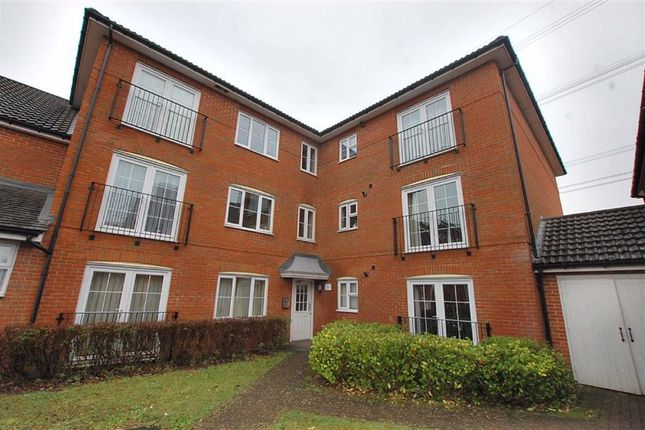 2 bed flat to rent in Cotswold Drive, Stevenage, Herts SG1