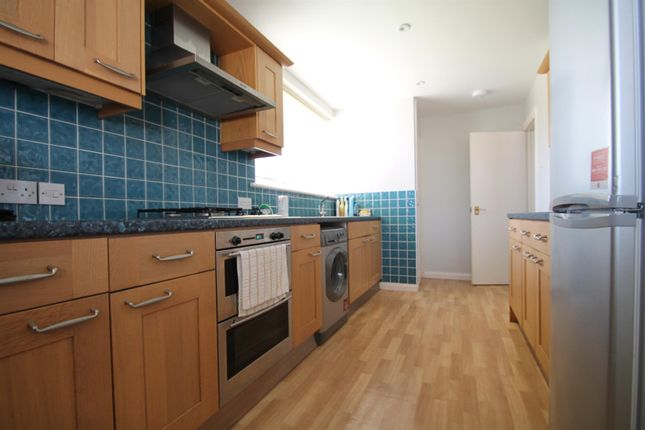 2 bed flat to rent in Goring Street, Goring-By-Sea, Worthing