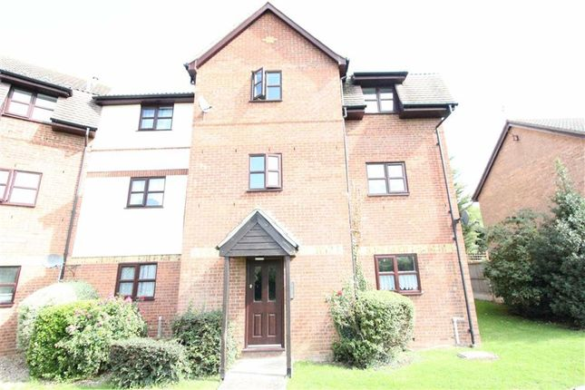 Thumbnail Flat to rent in Chestnut House, Wickford, Essex