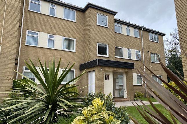 2 bed flat for sale in Lulworth Road, Birkdale, Southport, Merseyside. PR8