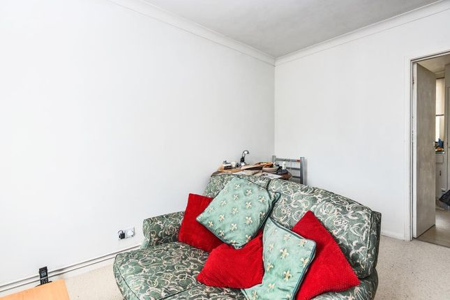 Reception Room of Millway Close, Wolvercote OX2