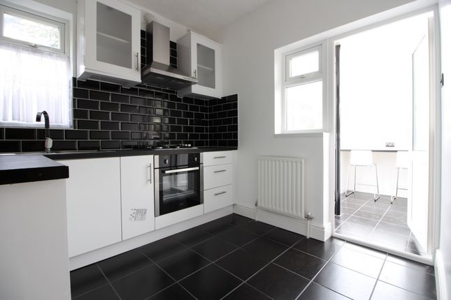 Thumbnail Flat to rent in Sinclair Road, Chingford