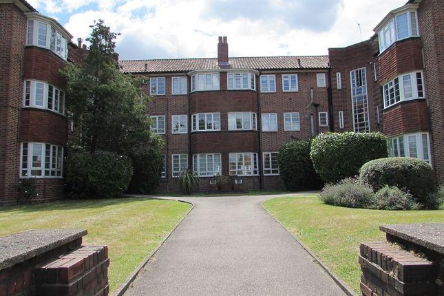 2 bed flat to rent in Croydon Road, Wallington SM6