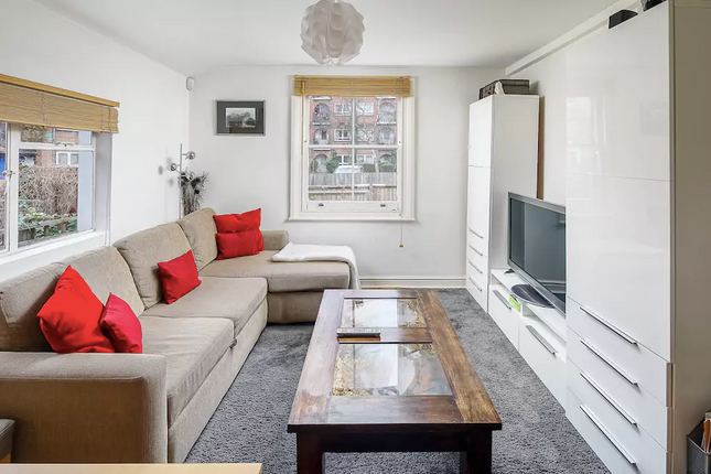 Flat to rent in Constantine Road, London