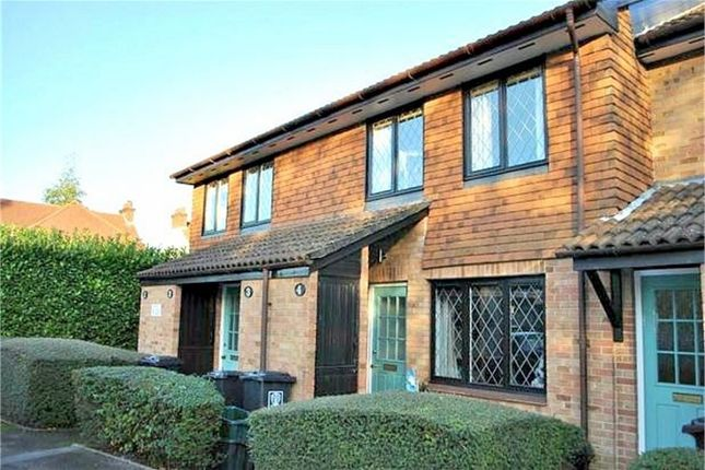 Thumbnail Flat to rent in Grasmere Close, Watford, Hertfordshire