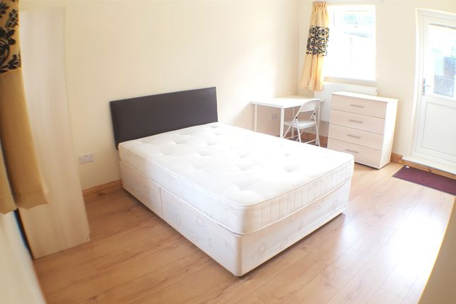 Thumbnail Flat to rent in Whitethorn Street, London