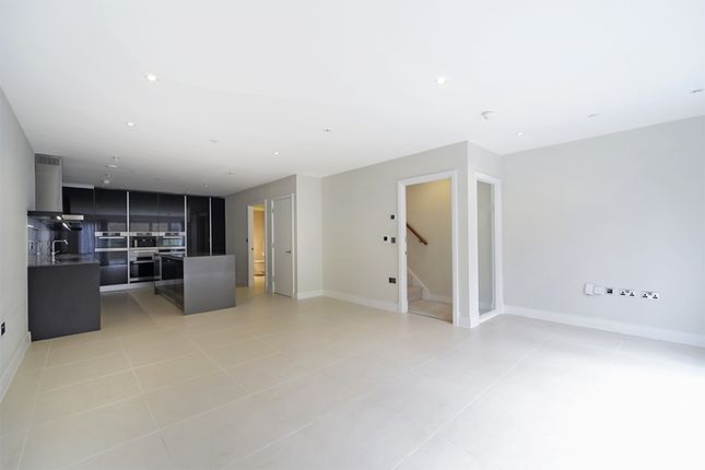 Thumbnail Terraced house to rent in Havilland Mews, London