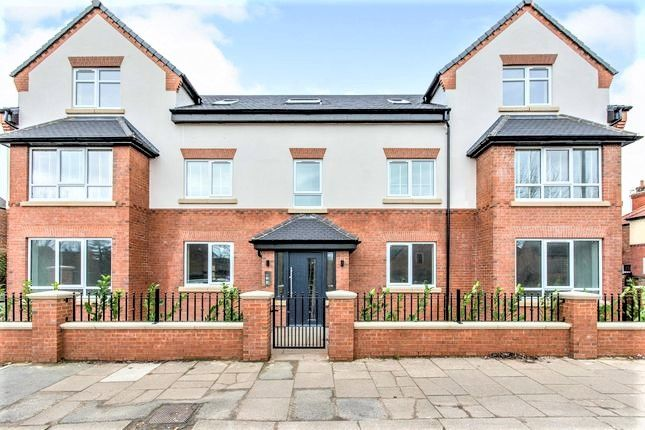 2 bed flat to rent in Regent Court, Station Road, Bawtry, Doncaster DN10