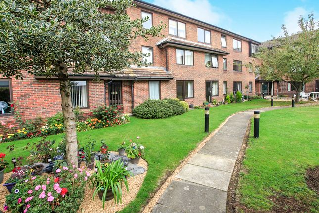 Thumbnail Flat for sale in Homenene House, Bushfield, Peterborough