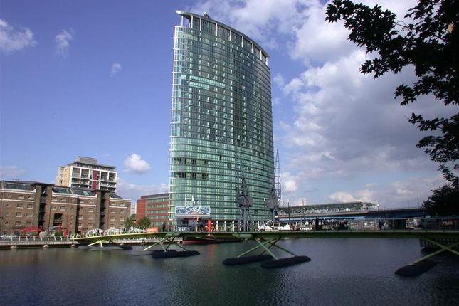 Thumbnail Flat to rent in No 1 West India Quay, Hertsmere Road, Canary Wharf, London