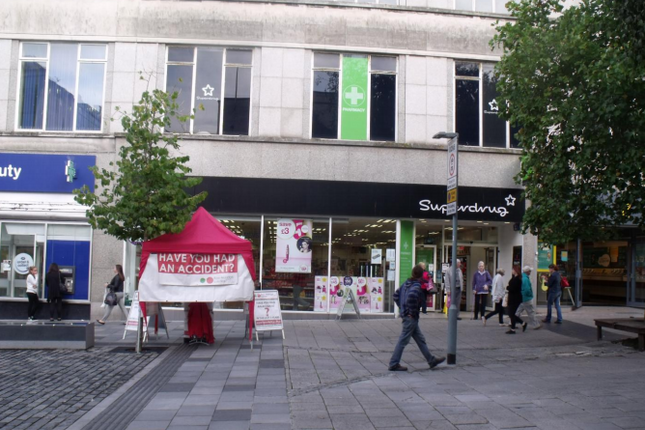 Retail premises to let in 74 New George Street, Plymouth, Devon