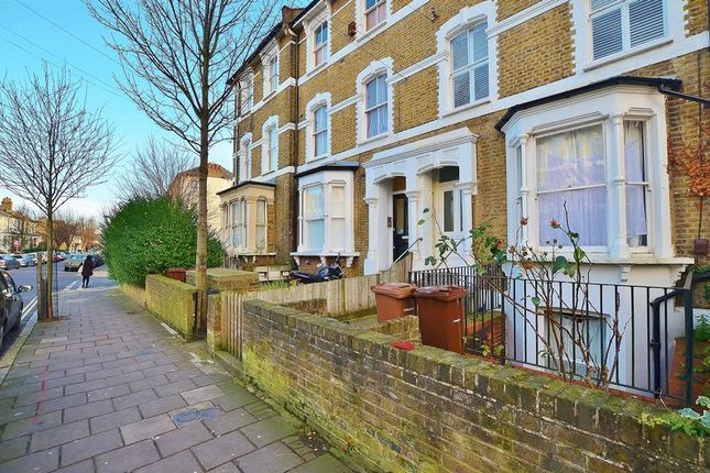 3 bed maisonette to rent in Brooke Road, London