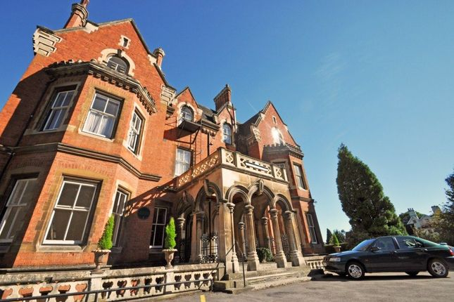 Flat to rent in Abbey Road, Malvern
