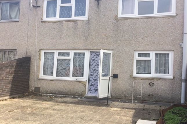 Thumbnail Property to rent in Willowbrook Road, Southall, Middlesex