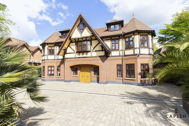 Thumbnail Detached house to rent in Stradbroke Drive, Chigwell