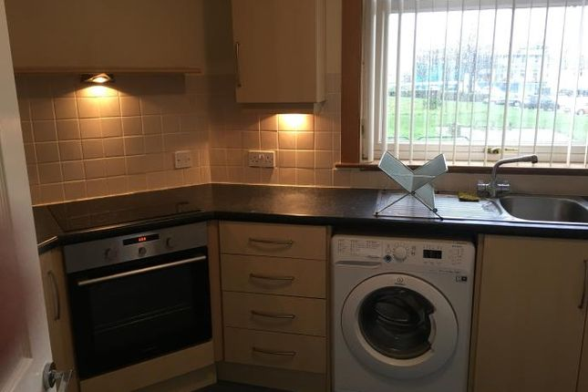 Thumbnail Flat to rent in Calder Crescent, Edinburgh