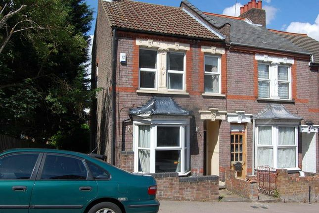 3 bed terraced house to rent in Russell Rise, South Luton, Luton LU1