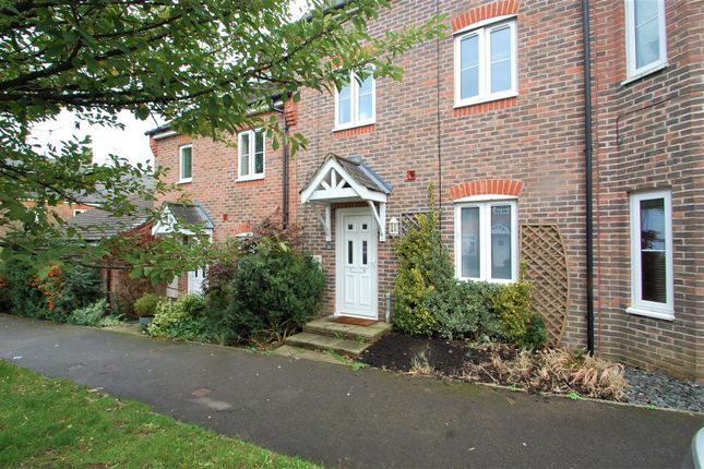4 bed town house to rent in Charlton Drive, Petersfield GU31