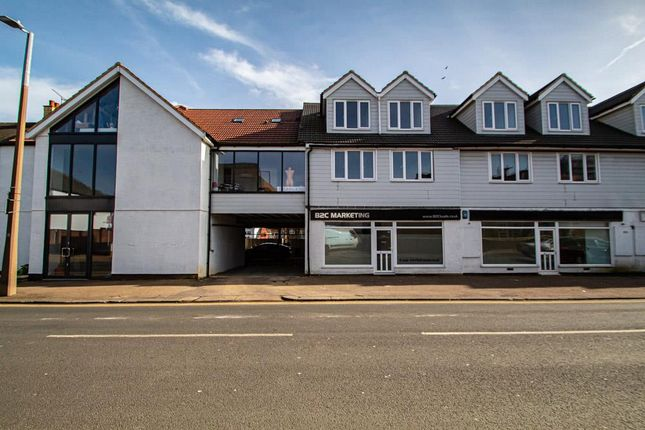 2 bed flat to rent in Elmsleigh Drive, Leigh-On-Sea SS9