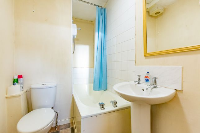 Bathroom of Wellington Street, Montrose DD10