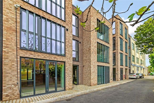 1 bed property for sale in Rowe Lane, Hackney, London E9