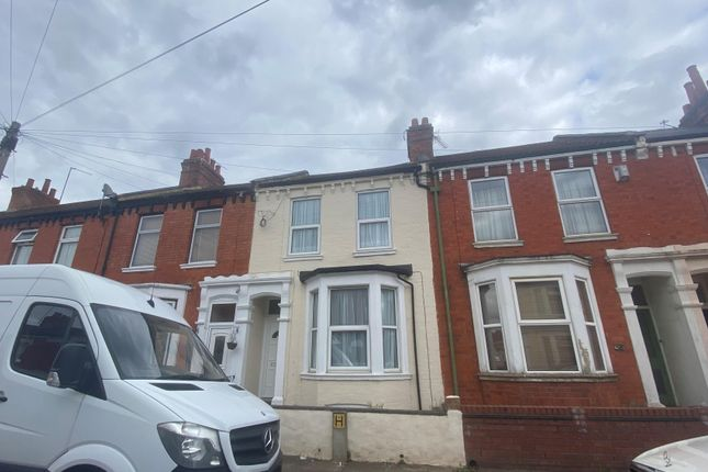 5 bed property to rent in Lutterworth Road, Abington, Northampton NN1