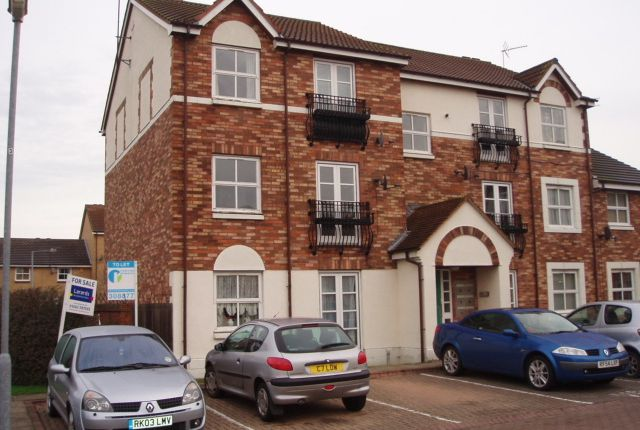Thumbnail Flat to rent in Lealholme Court, Moorhall Drive, Hull, East Yorkshire