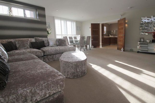 Thumbnail Flat to rent in Manor Hall, Manor Road, Chigwell