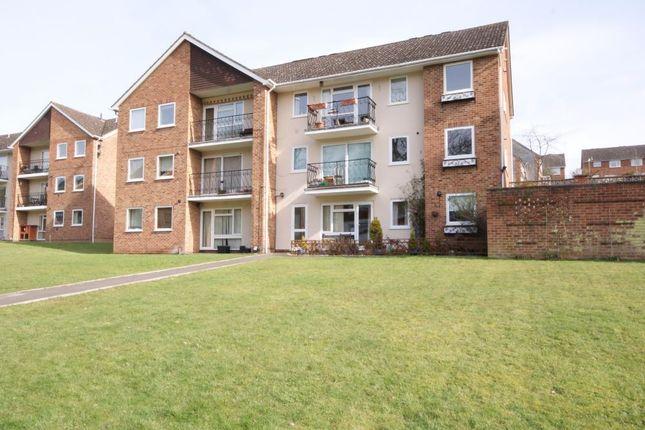 Thumbnail Flat to rent in Robin Way, Tilehurst, Reading, Berkshire